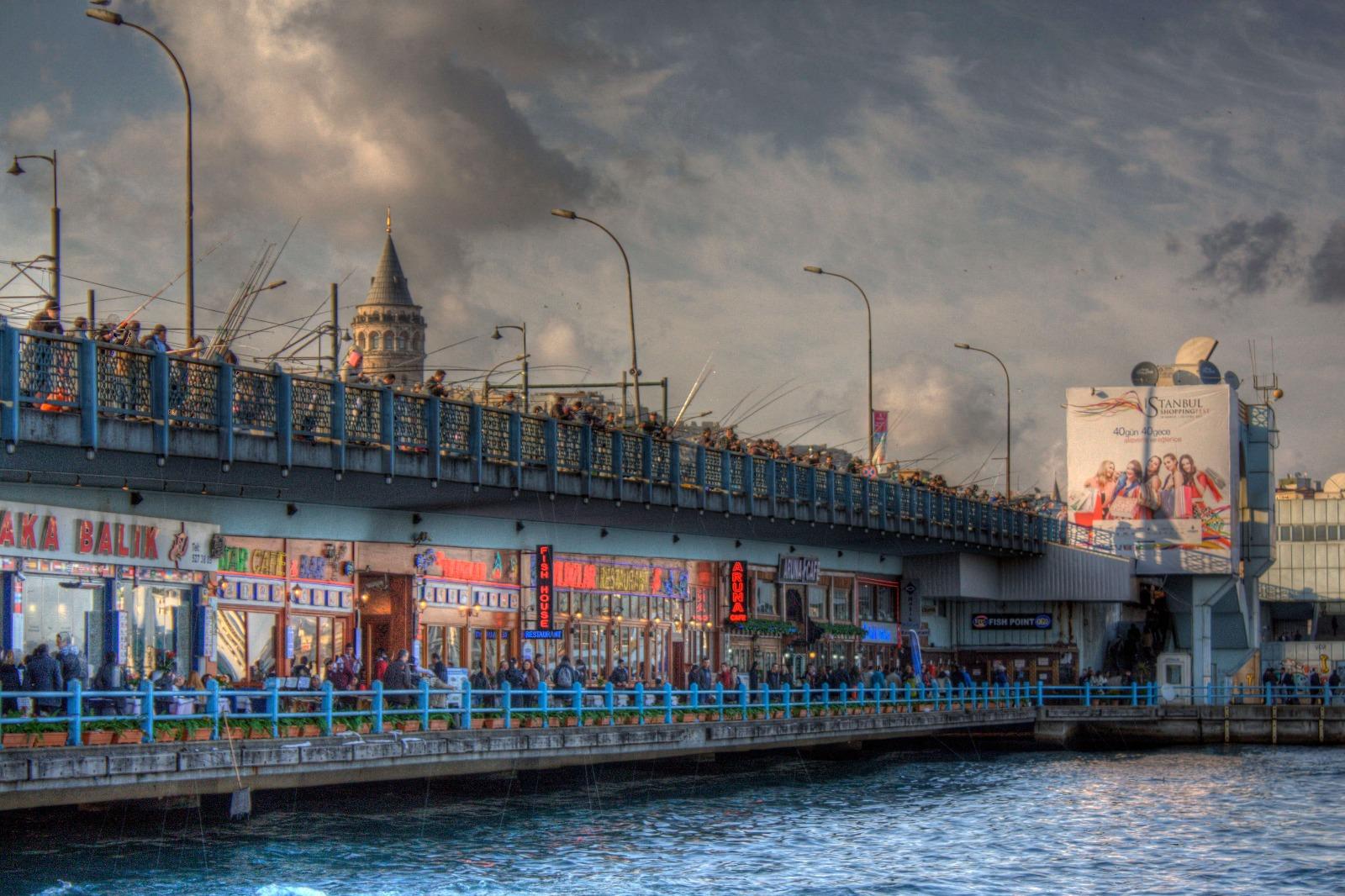 جسر جالاتا في اسطنبول