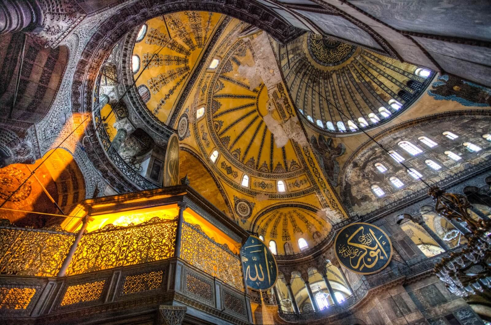 سقف متحف ايا صوفيا في اسطنبول